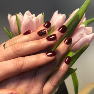 the gel bottle jam burgundy nails